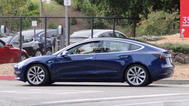 Шпигуни вперше розсекретили дизайн нового електрокара Tesla Model 3