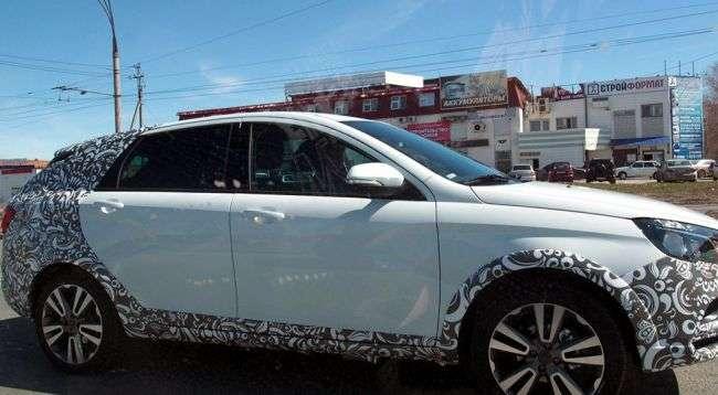 Новий російський універсал Lada Vesta тестують на колісних дисках від концепту