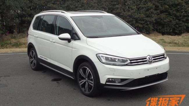 Компактвен Volkswagen Touran отримав крос-версію (фото)