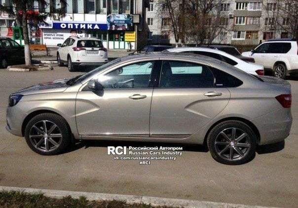 Lada Vesta Exclusive зашпионили на дорогах в Тольятті