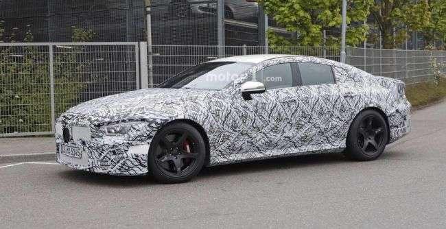 Новий Mercedes-AMG GT знову потрапив в обєктиви фотошпигунів
