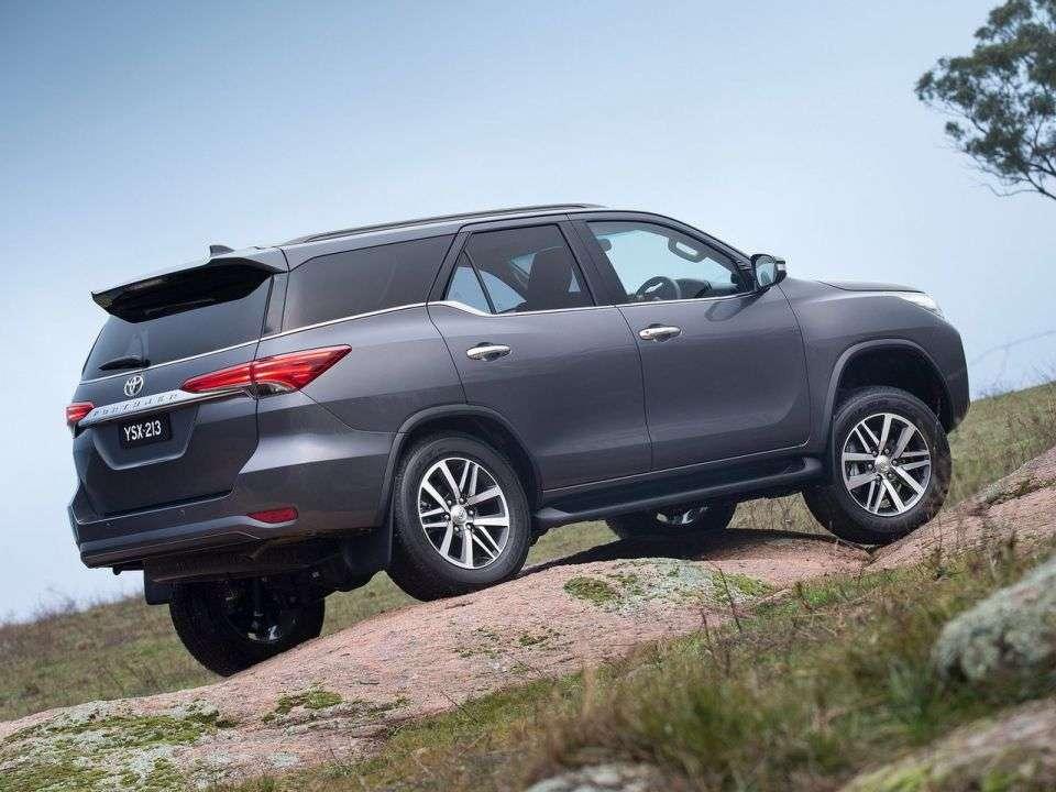 Toyota привезе до Росії потужний рамний позашляховик Fortuner