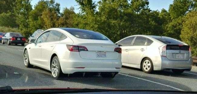 Кузов серійного Tesla Model 3 розсекретила Tesla