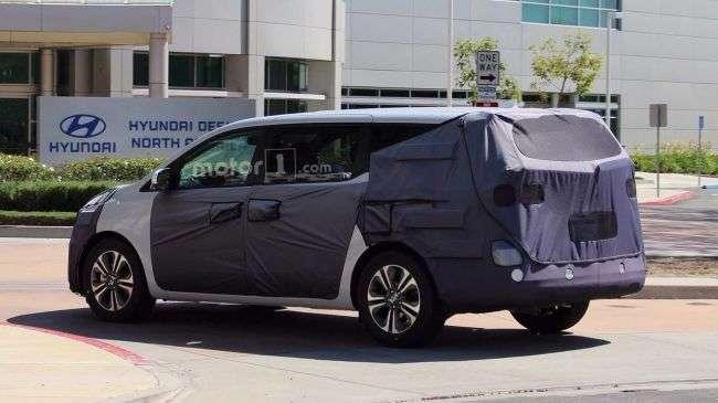Новий KIA Sedona вирулив на тести в Каліфорнії