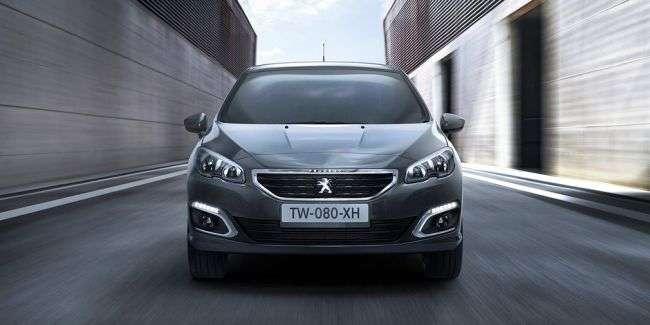 Компанія Peugeot представила оновлений седан 408 для Росії