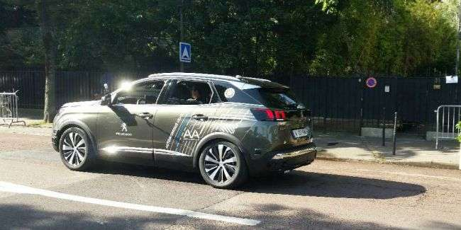 Peugeot показав свій безпілотний кросовер