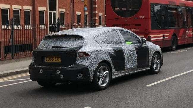 Нове покоління Ford Focus помітили на дорожніх тестах