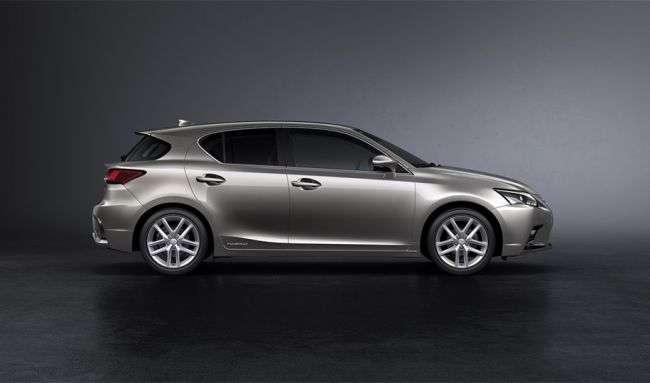Lexus представив оновлений хетчбек CT 200h