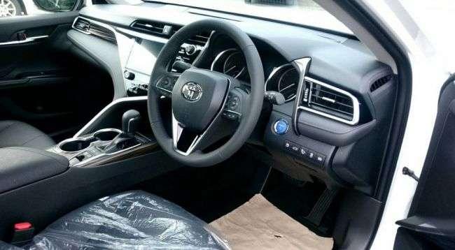 У Мережі зявилися «живі» фото Toyota Camry нового покоління