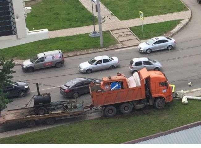 В Уфі «Камаз» зніс стовп, тролейбуси знерухомлені (фото)