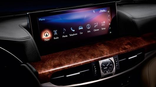 Компанія Lexus почала продаж оновленого позашляховика LX
