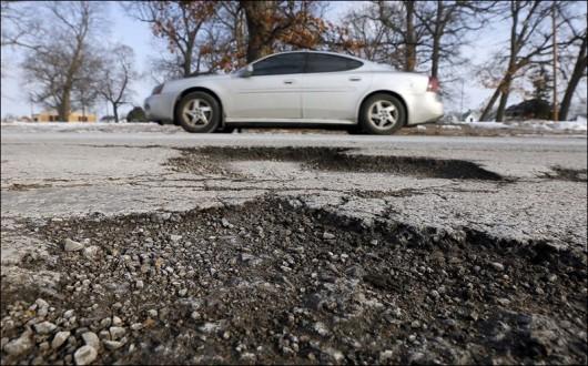 Як відшкодувати шкоду заподіяну автомобілю з вини дорожніх служб