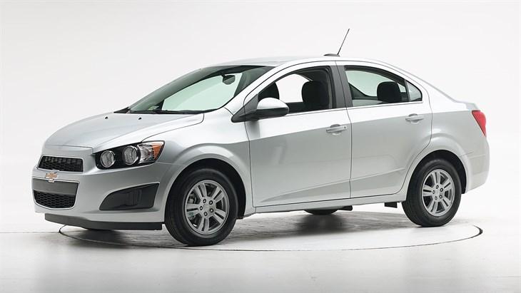 Краш-тест Chevrolet Sonic 2016