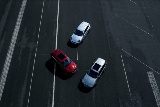 Відео: BMW X5M проти Grand Cherokee SRT і проти Porsche Cayenne Turbo S