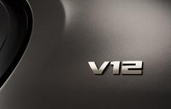 BMW представила новий 600-сильний седан M760Li xDrive