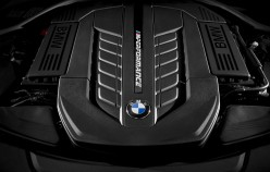 BMW M760Li xDrive на автосалоні в Женеві 2016